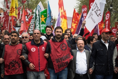 mayday-celebrations-turn-violent-in-istanbul-body-image-1430510305